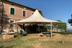 Zelt hinter dem Haupthaus